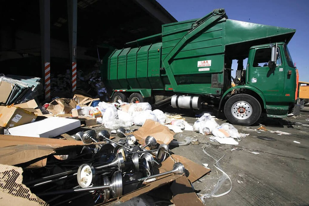Trash Hauling-Tallahassee Dumpster Rental & Junk Removal Services-We Offer Residential and Commercial Dumpster Removal Services, Portable Toilet Services, Dumpster Rentals, Bulk Trash, Demolition Removal, Junk Hauling, Rubbish Removal, Waste Containers, Debris Removal, 20 & 30 Yard Container Rentals, and much more!